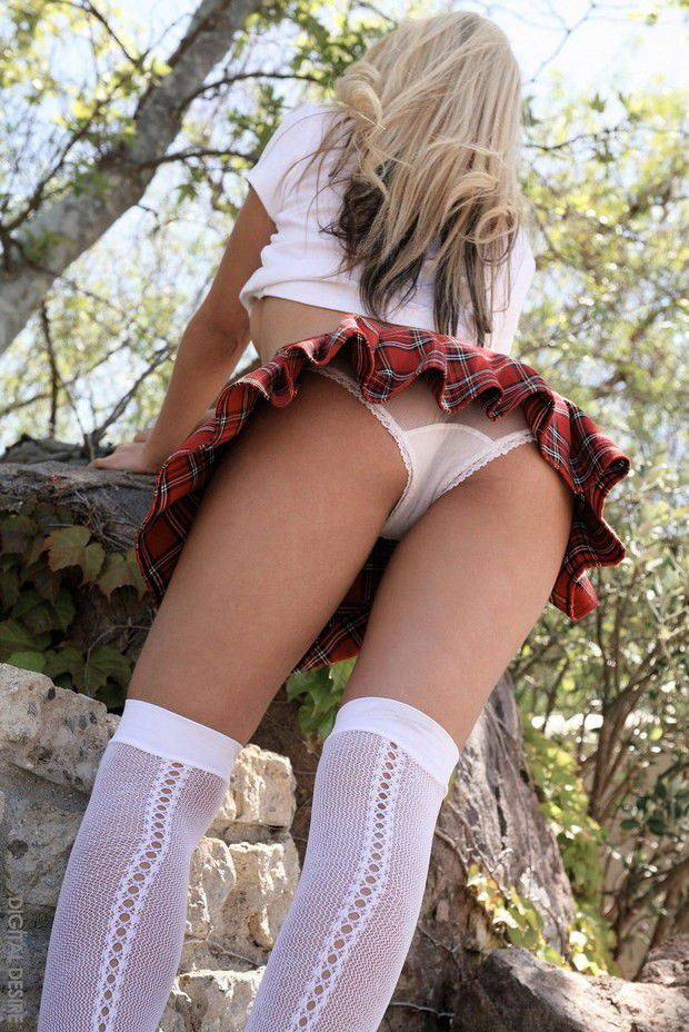 Nude college girl up skirt